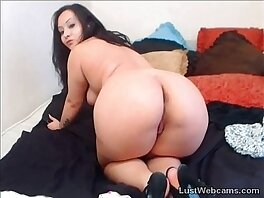 brunette-cams-camshow-chubby